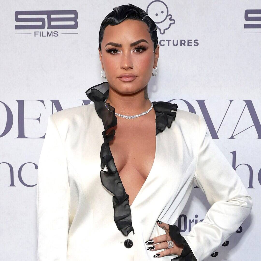 """Demi Lovato Details Her """"Daily"""" Eating Disorder Struggle in Empowering Message on Self-Worth"""