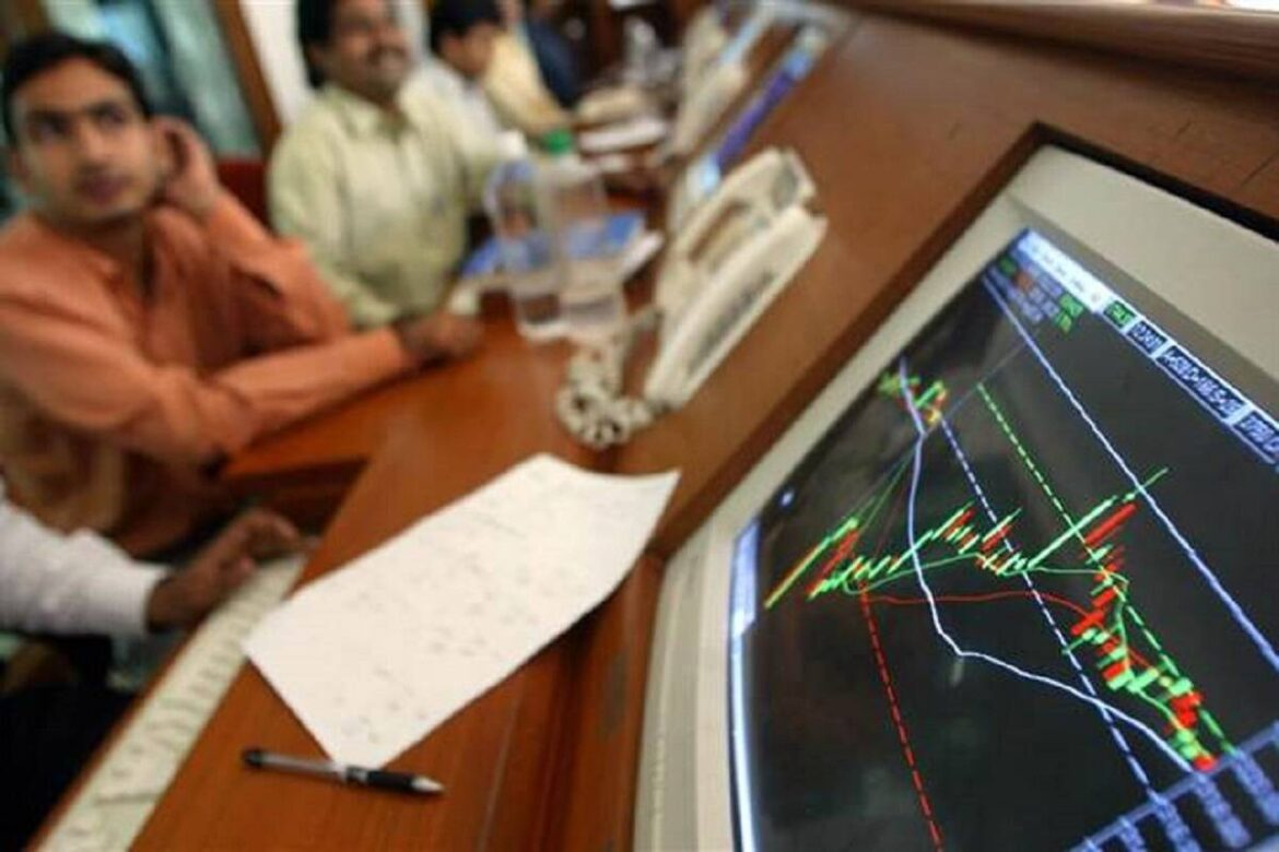 Nifty may hit 15,400 in medium term; BFSI, infra sectors, HDFC, RIL, Titan stocks look strong on charts