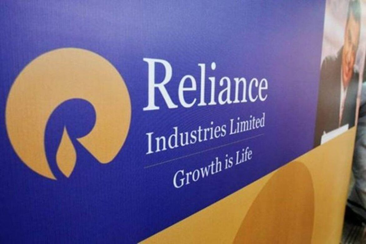 RIL share price falls for 2nd straight day after Q4 results; charts show it may fall more