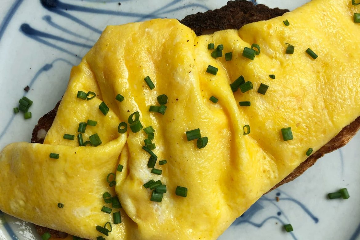 Jamie Oliver's 45-Second Omelet Technique Is Better than the French Way (There, I Said It!)