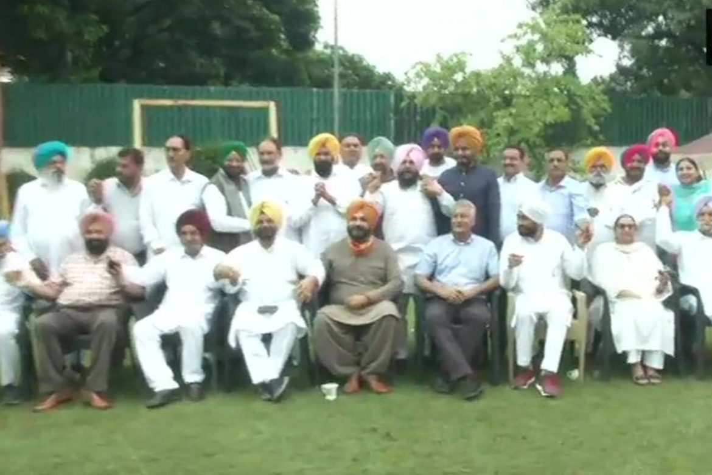 Punjab crisis: Fresh Congress standoff as Amarinder Singh, Navjot Singh Sidhu hold parallel meetings
