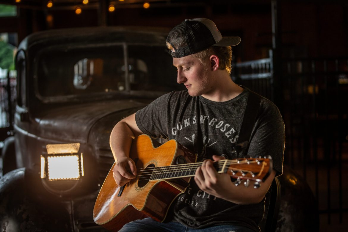 """Seth Michael's Latest Single, 'She Got a Thing' Is Sure To Get You """"That Country Fix"""""""