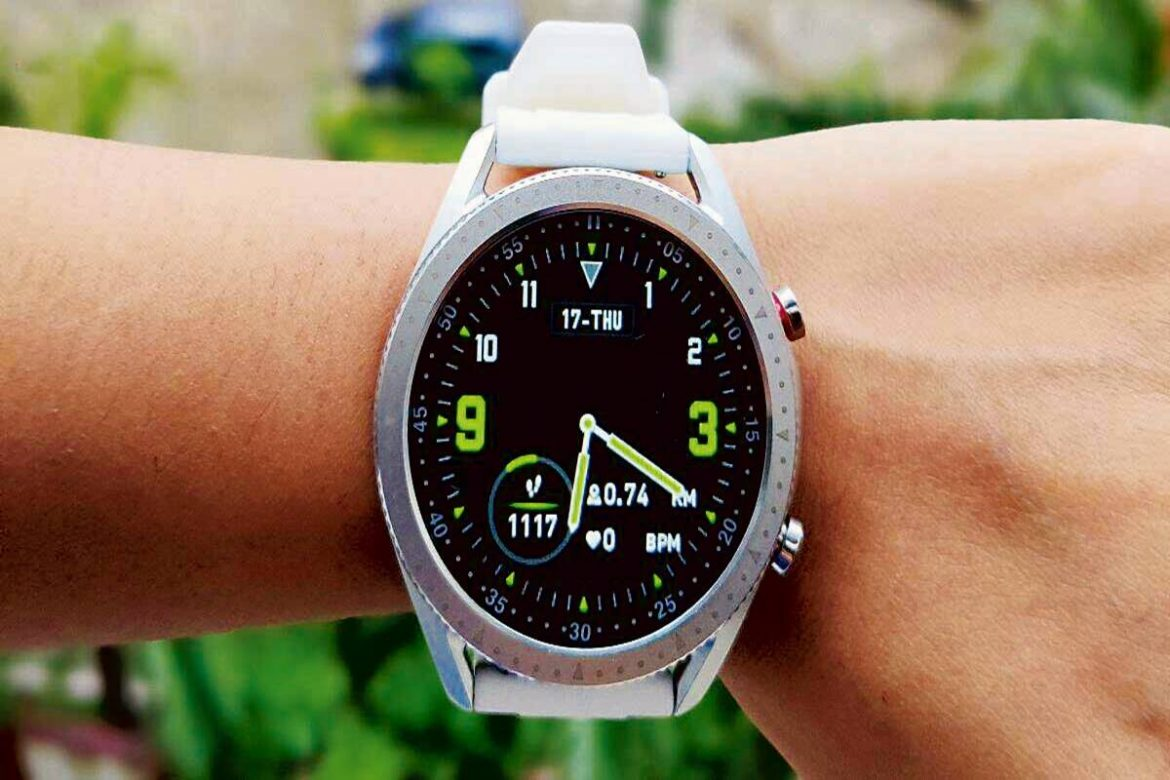Zebronics Zeb-Fit 4220CH smartwatch: Good-looking watch with SpO2 sensor & Bluetooth calling feature