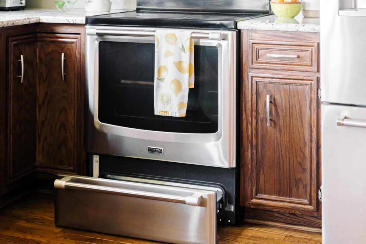 The Brilliant Trick for Cleaning *Between* Your Oven Door's Glass Panels