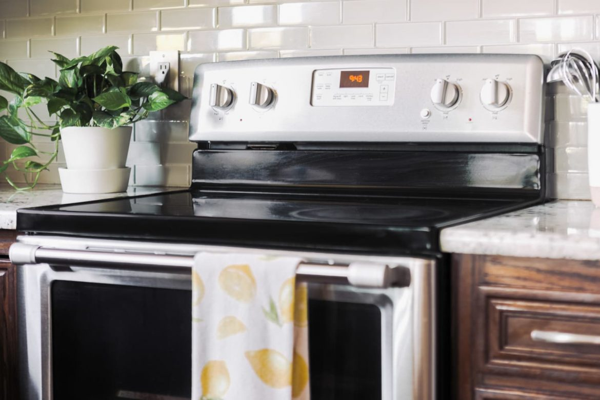 6 Things You Should Never Do with Oven Cleaner