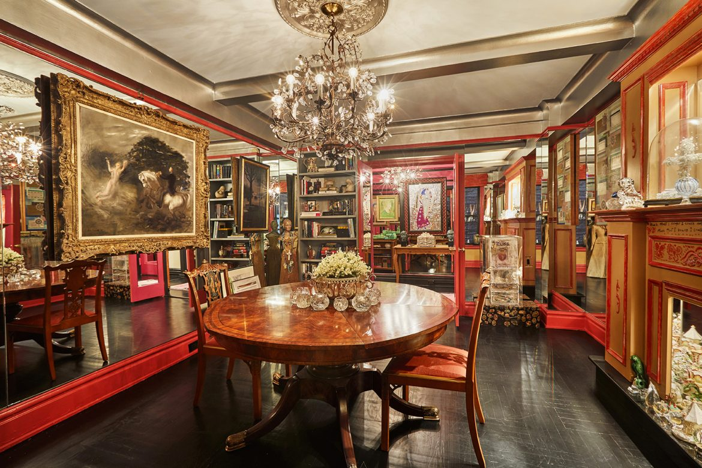 Gloria Vanderbilt's Manhattan Apartment on Sale for $1.12 Million