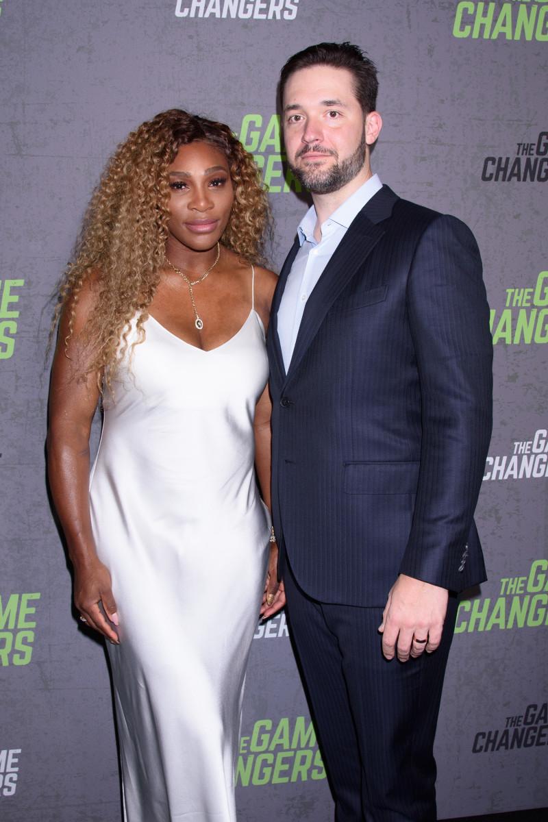 Serena Williams UNFOLLOWS Husband Alexis On IG; Rumors Of 'DIVORCE'!!